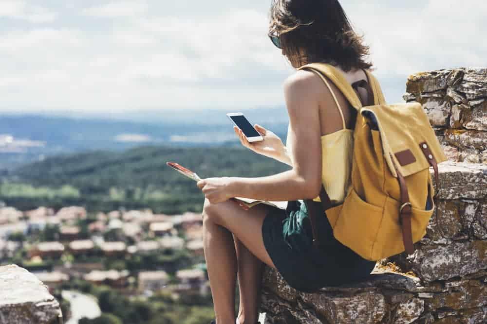 Ze smartfonem przez świat – jaki powinien być idealny telefon dla podróżnika?