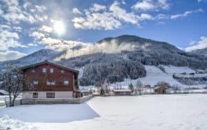Przygotowania na zimowe górskie wyprawy – jak zapewnić sobie komfort termiczny?