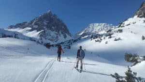 Jaka odzież będzie najlepsza, gdy planujesz wyprawę w góry?