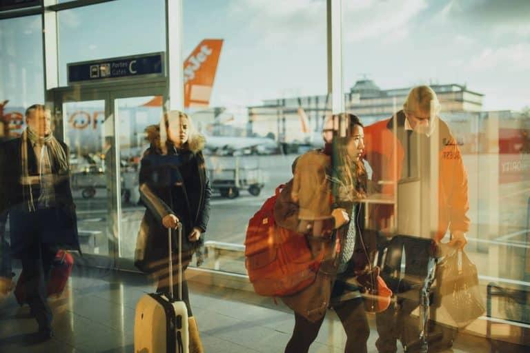 Tanie latanie, czyli gdzie szukać okazji, aby tanio kupić bilet lotniczy?