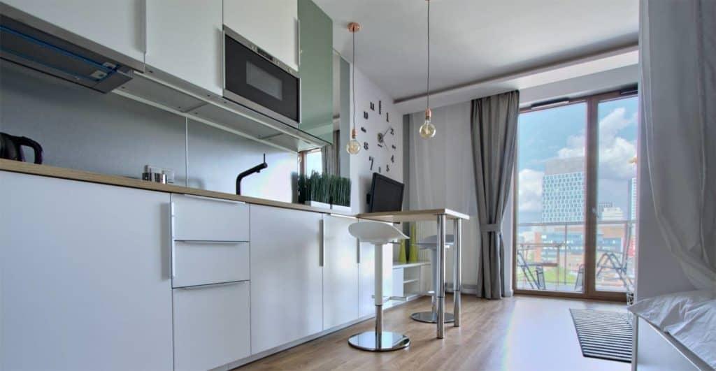 Czy w Warszawie można wynająć tani i dobry apartament?