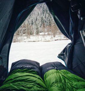 Jak wybrać najlepszy śpiwór pod namiot – 5 porad