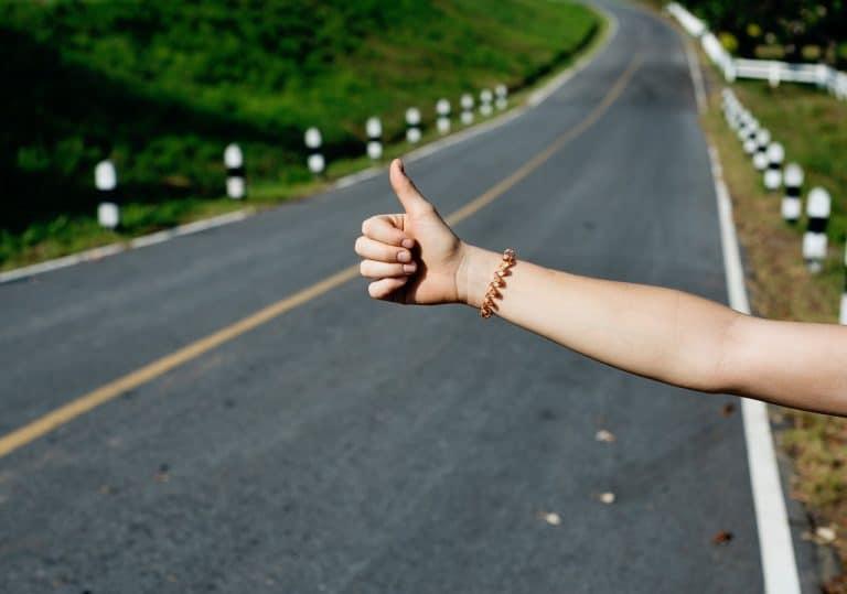 Co zabrać podróżując autostopem – niezbędnik